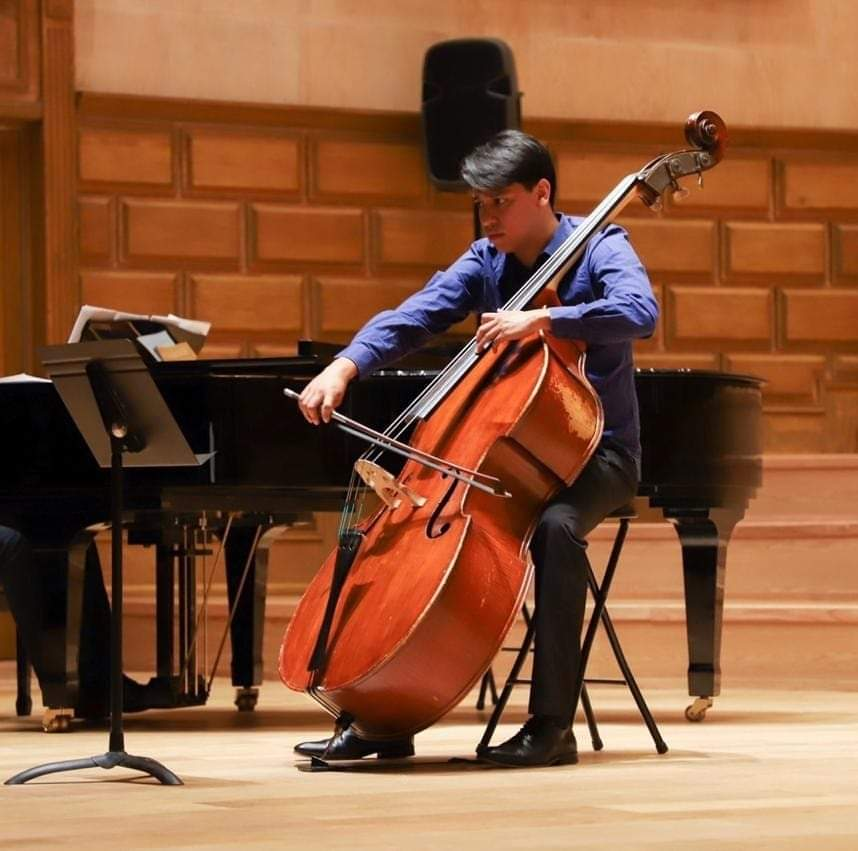 Omar Martinez plays at the Leon Recital